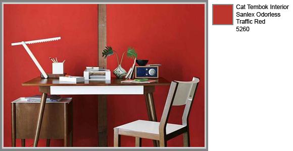 desain minimalis dengan balutan warna merah di ruang belajar