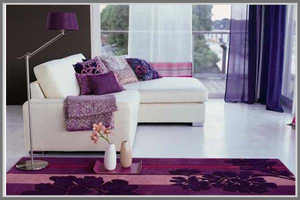 Minimalis Yang Menarik Dengan Warna Ungu Di Ruang Keluarga