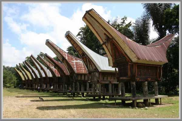 Tongkonan Rumah Tradisional Suku Tana Toraja