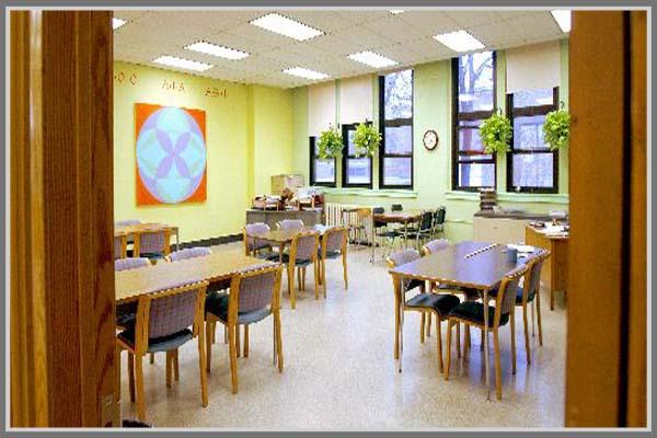Warna Cerah Untuk Kesan Atraktif Di Ruang Kelas Sekolah