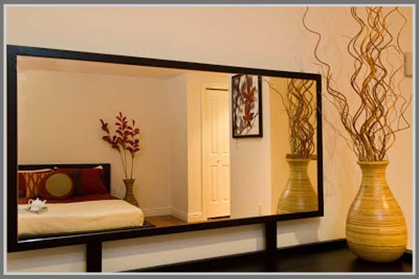 Cermin Dan Jam Dinding Aksesoris Di Kamar Tidur
