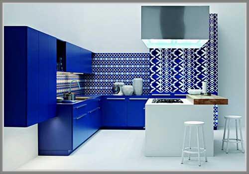 Dapur Tampil Beda Dengan Desain Warna Biru Primer
