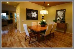ruang makan terasa akrab dengan perpaduan warna abu-abu
