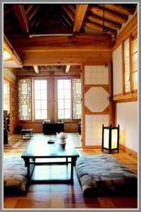 Desain Ruang Tamu Tradisional Korea Yang Natural